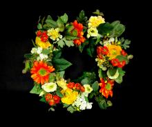 Wianek ze sztucznych kwiatów 35 cm