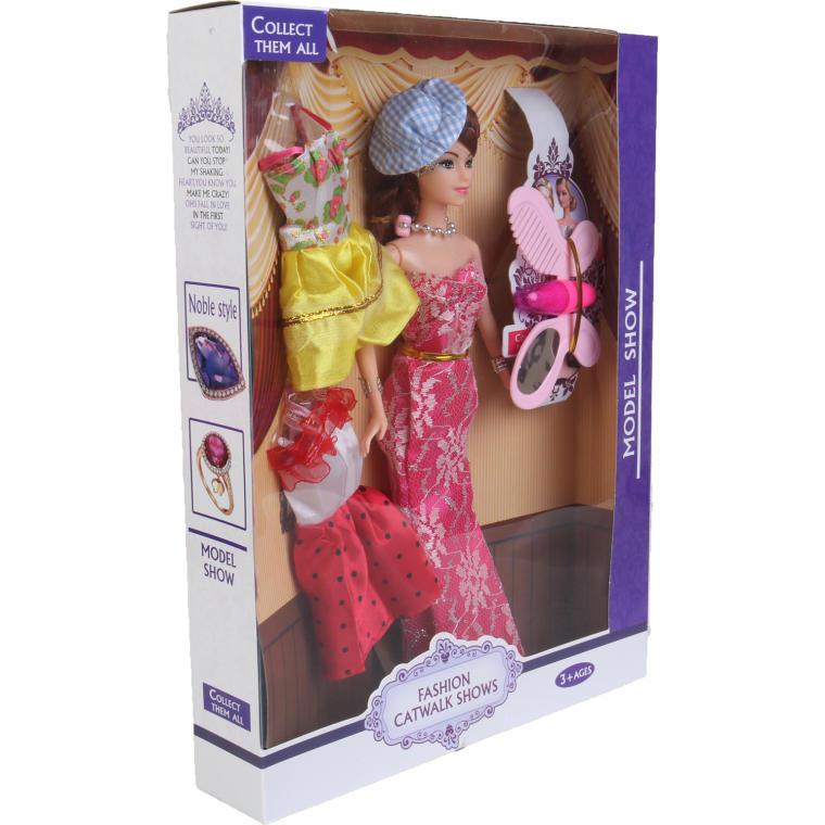 Lalka w różowej sukience i różowym kapeluszu w zestawie