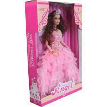 Lalka w balowej różowej sukni
