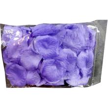 Płatki róż z materiału zapakowane w woreczek w kolorze wrzosowym
